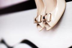 En detalj av kvinnas skor Fotografering för Bildbyråer