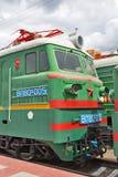 En deux parties piquez-vous la locomotive électrique VL80 Vladimir de fret Photo libre de droits