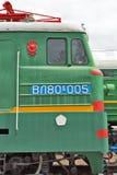 En deux parties piquez-vous la locomotive électrique VL80 Vladimir de fret Photographie stock