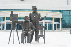 En diciembre de 2015 Monumento a los hermanos de Lumiere en Ekaterimburgo Foto de archivo libre de regalías