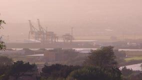 En dimmig dag i en fabrik stock video