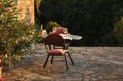 En dinning tabell i en slott av Italien Royaltyfri Bild