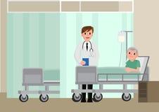 En doktor besöker en patient som ligger på sjukhussäng Hög man som vilar i en säng Royaltyfri Fotografi