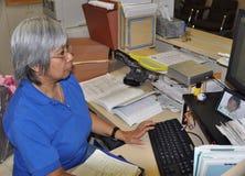 En doktors receptionist arkivfoton