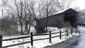 En dold bro i vintern royaltyfri fotografi