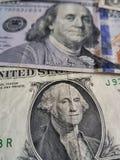 en dollarräkning och 100 dollar sedel Arkivbilder