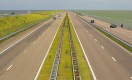 A7 en E22, Afsluitdijken i Nederländerna. Royaltyfria Bilder