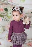 1 en een een half meisje van de éénjarigenbaby binnen Royalty-vrije Stock Fotografie