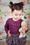 1 en een een half meisje van de éénjarigenbaby binnen Stock Afbeelding