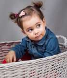 1 en een een half meisje van de éénjarigenbaby binnen Stock Foto's