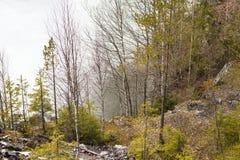 En el acantilado cerca del lago Fotos de archivo