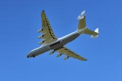 An-225 en el acercamiento 2 Fotografía de archivo