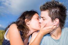 En el amor - el beso Fotografía de archivo