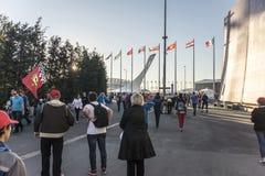 En el autodrom de Sochi La gente va al concierto Leni Kravitz Foto de archivo libre de regalías