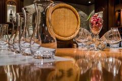En el bar de vinos fotografía de archivo