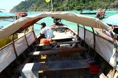 En el barco de la cola larga fotografía de archivo libre de regalías