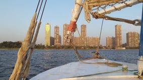 En el barco de vela en el río Nilo imagenes de archivo