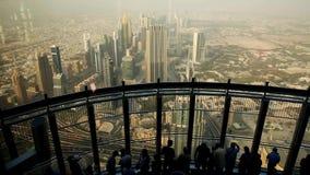 En el Burj superior Khalifa, Dubai, UAE metrajes