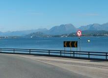 En el camino en Noruega, cerca de Alesund Imagen de archivo libre de regalías