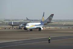 En el campo de aviación Abu Dhabi Airport Fotografía de archivo libre de regalías