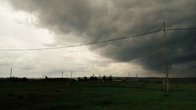 En el campo delante de las fuertes lluvias Foto de archivo libre de regalías