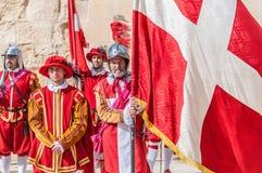 En el desfile de Guardia en los caballeros del St. Jonh en Birgu, Malta. imagenes de archivo