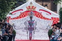 En el desfile de moda 2012 del verano de la primavera del vu del revendedor de la aureola Fotografía de archivo
