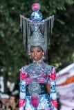 En el desfile de moda 2012 del verano del resorte del vu del revendedor de la aureola Fotos de archivo
