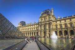 En el edificio de la lumbrera en París fotografía de archivo