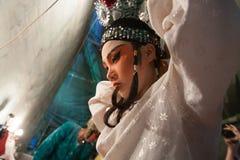 En el entre bastidores de una ópera china, los actores acaban de vestirse y Foto de archivo libre de regalías