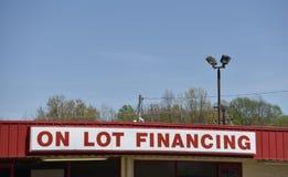 En el financiamiento de la porción en una porción del coche usado fotos de archivo