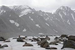 En el glaciar Dugoba, Pamir-alay Fotos de archivo libres de regalías