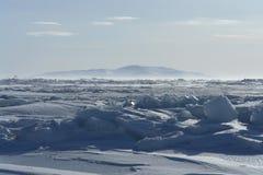 En el hielo del Océano ártico foto de archivo