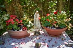 En el jardín de la iglesia ortodoxa rusa Fotos de archivo
