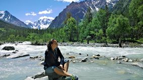 En el kabarda del tau del ullu del río de la montaña fotografía de archivo