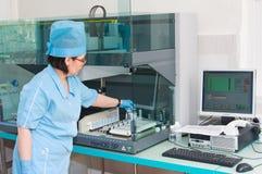 En el laboratorio hematológico Imagenes de archivo