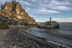 En el lago Baikal el cabo Burkhan imagen de archivo libre de regalías
