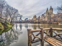 En el lago en Central Park en invierno fotografía de archivo libre de regalías