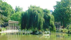 En el lago en el parque fotos de archivo