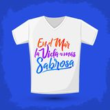 En el mar la vida es mas sabrosa - At sea life is more tasty spanish text, Traditional Latin phrase, t-shirt print. Design template, vector illustration Royalty Free Stock Photos