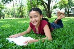 En el parque 2 Imagen de archivo libre de regalías
