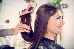 En el peluquero Fotografía de archivo libre de regalías