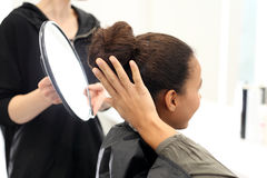 En el peluquero Fotografía de archivo