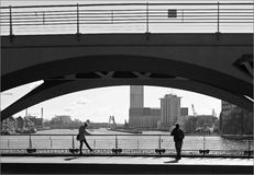 En el puente Imágenes de archivo libres de regalías
