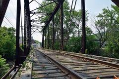 En el puente del ferrocarril imágenes de archivo libres de regalías