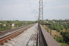 En el puente ferroviario Imagen de archivo libre de regalías