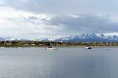 En el puerto de Ushuaia - la ciudad más situada más al sur de la tierra Imágenes de archivo libres de regalías