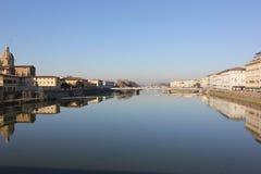 En el río de Arno Imagen de archivo