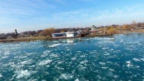 En el río Detroit imagen de archivo
