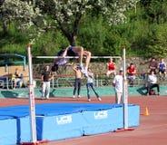 En el salto de altura Foto de archivo